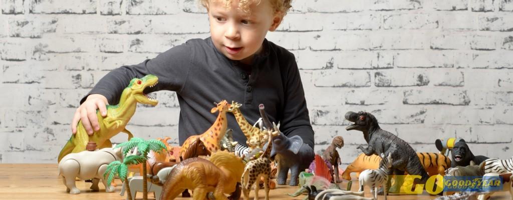 Crianças com dinossauros - Quilometrosquecontam
