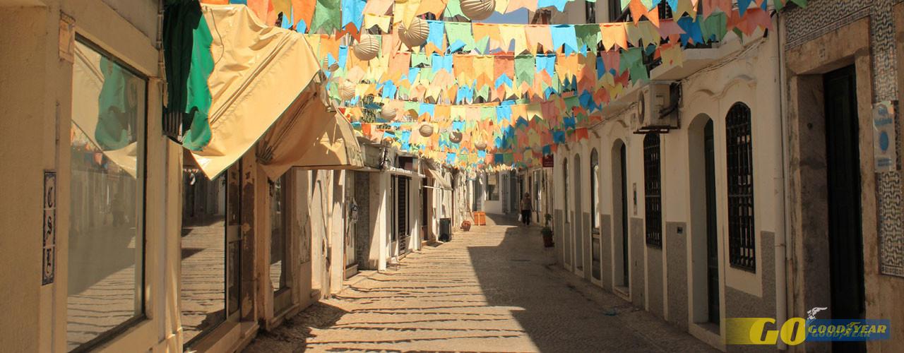 Prosseguindo caminho para a zona que faz frente ao Sado, entramos no casario tradicional da cidade