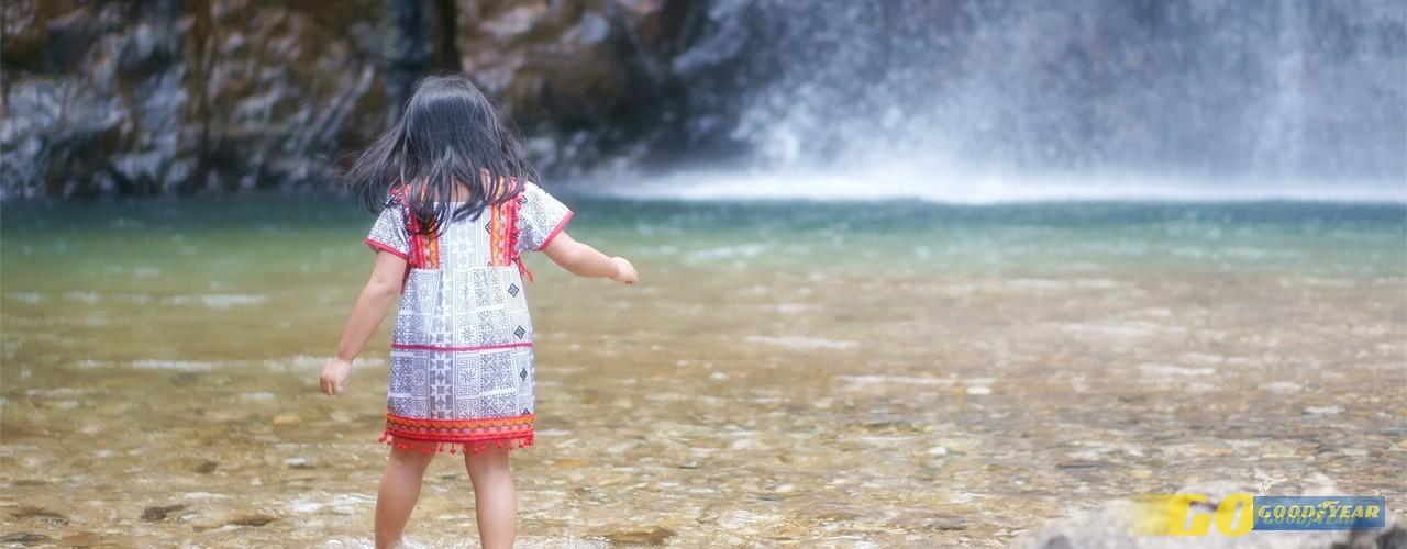 Tranquilidade: cascatas e piscinas naturais para crianças