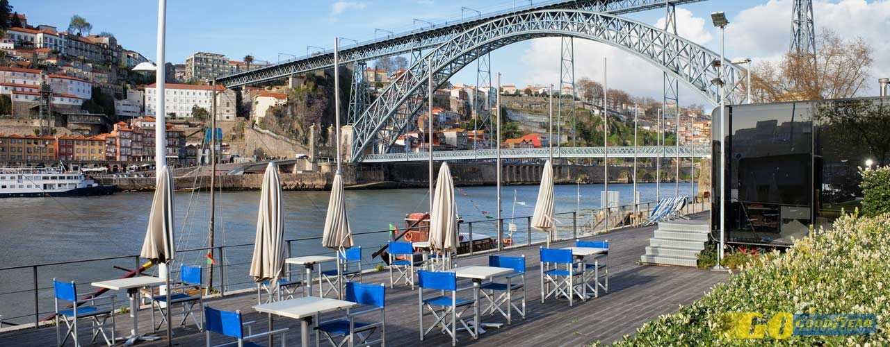 Esplanadas do Porto com vista para o Outono dourado